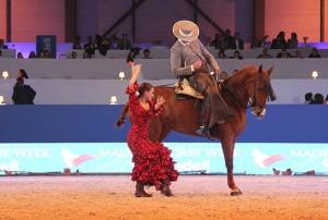 Sevillanas, por Manuel Morejón y una bailaora, en la pista central del Madrid Horse Week