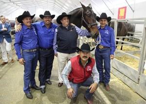 Componentes de la yeguada norteamericana del Rancho El Capricho, en el pasado Sicab, donde le mostraron a informacionecuestre.com los animales que había adquirido, informando de sus proyectos a nuestra web y mostrándose orgullosos de ser la primera ganadería norteamericana de PRE en venir a España, y en concreto al Sicab.