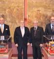 De izquierda a derecha: Ramón Moreno de los Ríos, vicepresidente RCEA, Jesús Contreras Ramos, presidente RCEA, Arturo Serrano, autor miniaturas y José Juan Morales, vicepresidente RCEA.